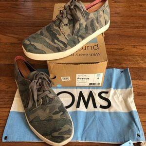 TOMS Paseos Canvas Shoes